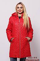 Яркое стёганое женское пальто.