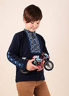 Традиционная детская вышиванка для мальчика с синим орнаментом