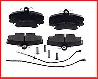 Гальмівні колодки передні з датчиком QSP Dacia Logan, Renault Sandero, Clio 1-3, Espace 1/2, Megan 1, Symbol 1/2, фото 1