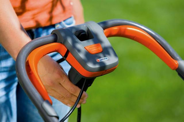 Крепление электрического кабеля на газонокосилке Gardena 32 E