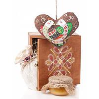 Набор  Деревянная коробка, авторская игрушка сердце, чай, мед, сено