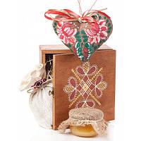 Деревянная коробка, авторская игрушка сердце, чай, мед, сено