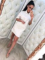 Модное женское платье с жемчугом