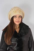 Берет ангоровый с помпоном из натурального меха, украшен бисером, бежевый