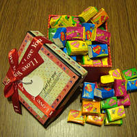 Жвачка Love is в подарочной коробке (ассорти) 50 шт.
