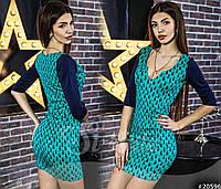 Облегающее платье с асимметричным вырезом декольте