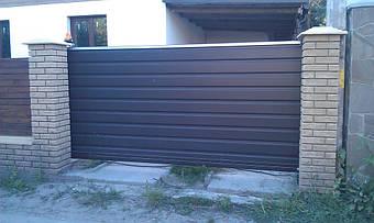 Автоматические откатные ворота с двусторонней горизонтальной зашивкой профлистом плюс калитка 2