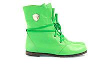 Кожаные зеленые женские ботинки на низкой подошве