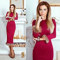 Красное трикотажное платье в обтяжку, с мехом енота. Арт-9728/30