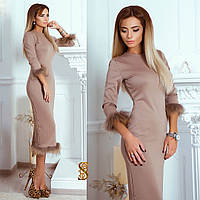 Бежевое трикотажное платье в обтяжку, с мехом енота. Арт-9728/30