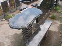 Гранитные стол и скамейка