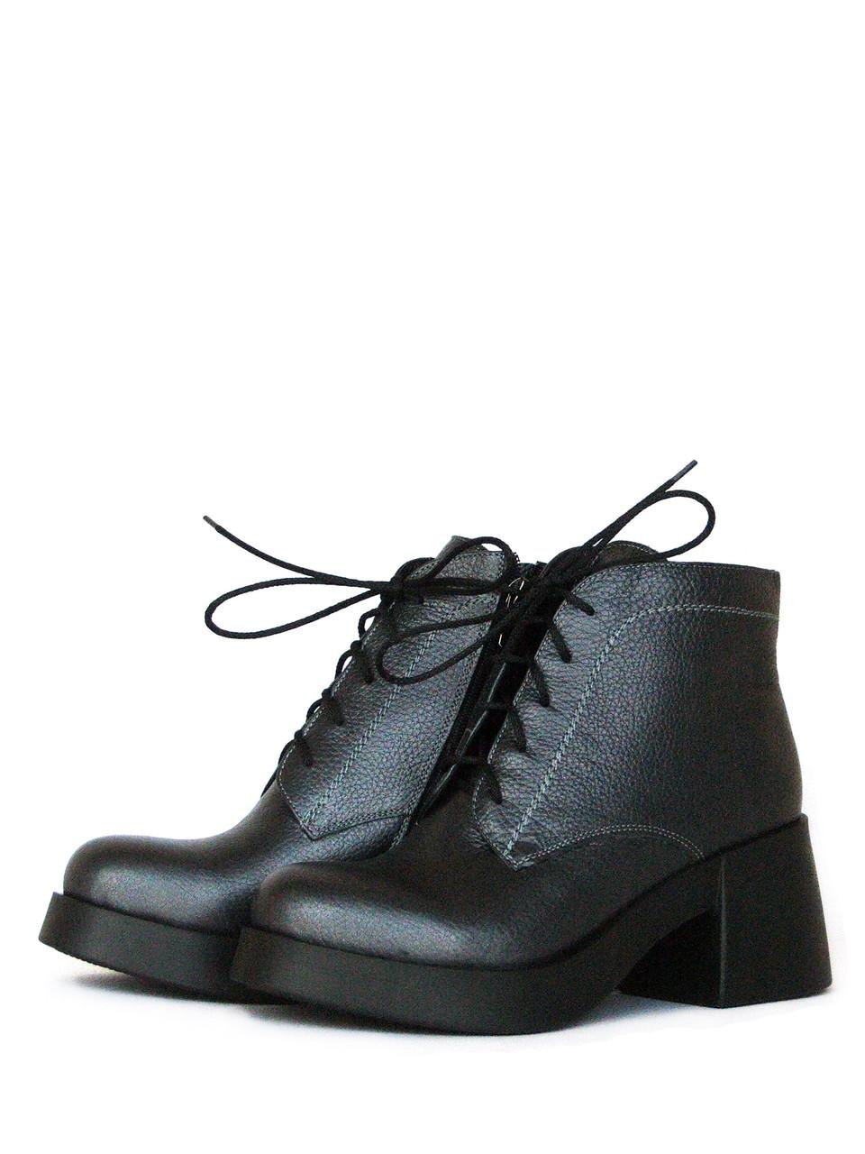 Серые ботинки на каблуке