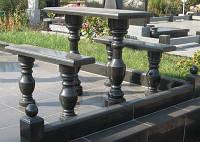 Гранитные стол и скамейки