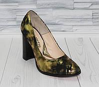 Стильные золотистые туфли лодочки.  Натуральная кожа. 0687