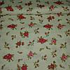 Ткань с мелкими красными и розовыми цветочками