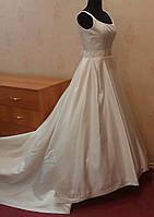 Королевское свадебное платье со шлейфом и вышивкой, ivory, размер 40-44 (б/у)
