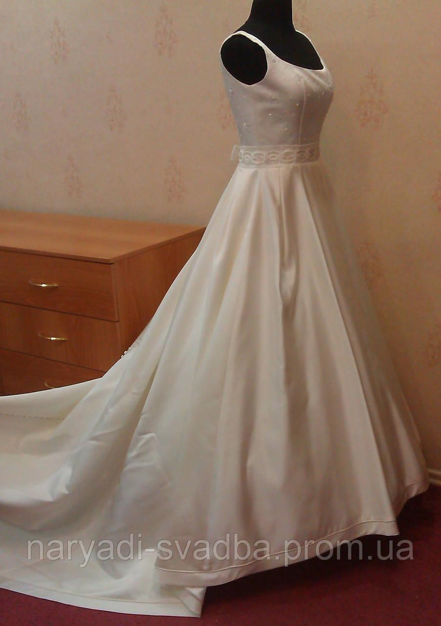 65ca89089f2 Королевское свадебное платье со шлейфом и вышивкой