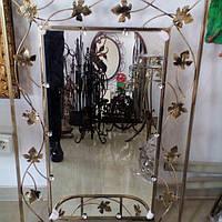 Кованое зеркало среднее с полкой