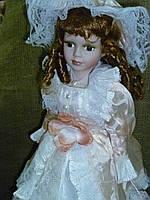 Кукла интерьерная фарфоровая в абрикосовом 56см высота