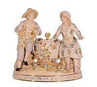 Фарфоровая фигура пара мужчина и женщина