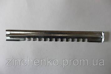 Леток в улье  2-Х элементный оцинкованный, без отверстий, длина -250 мм.