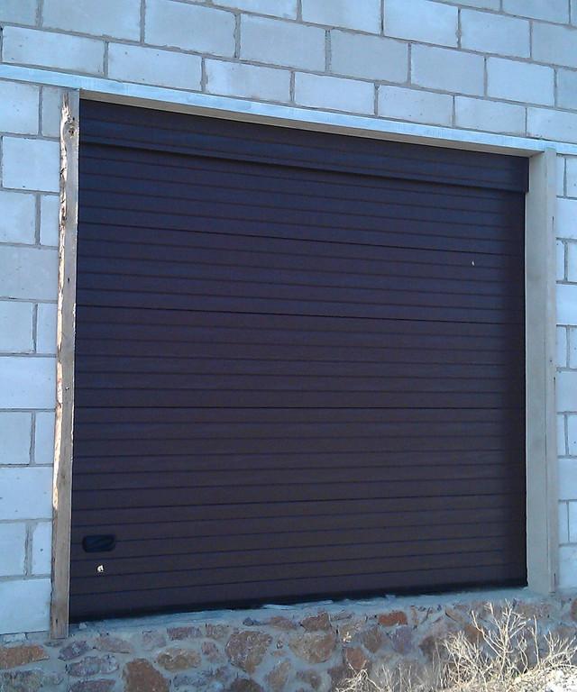 Секционные гаражные ворота Ryterna серии TLB с торсионными пружинами. Фальшпанель для помещений с низкой притолокой (перемычкой).