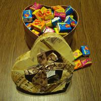 Жвачка Love is в подарочной коробке (ассорти) 100 шт.
