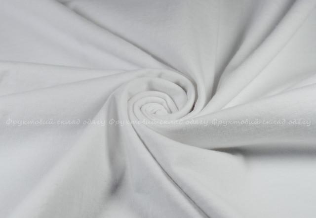 Белая мужская футболка с V-вырезом