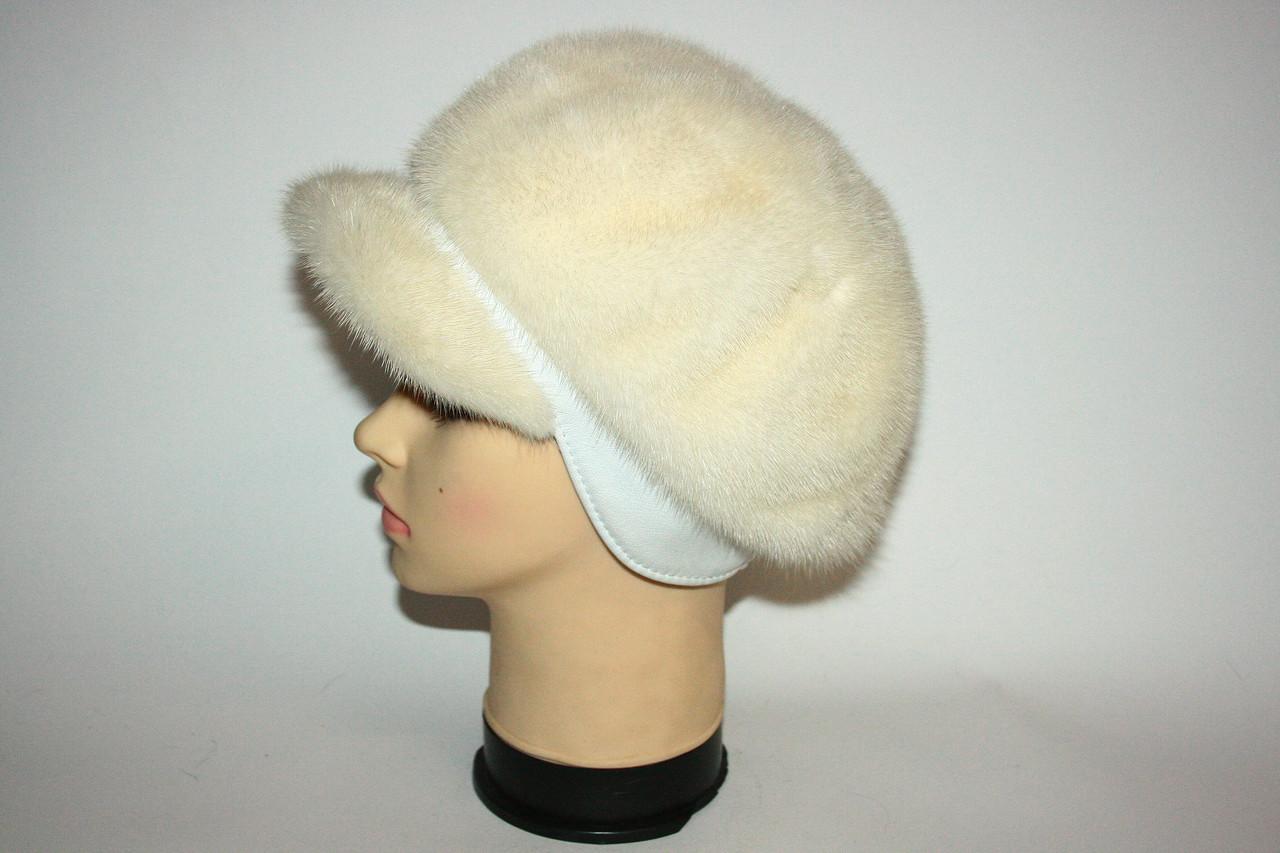 Светлая женская норковая шапка (берет) с козырьком