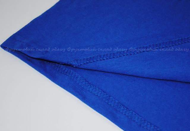 Ярко-синяя мужская футболка с V-вырезом
