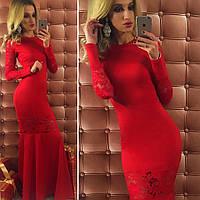 Красивое красное длинное трикотажное платье со вставками гипюра. Арт-9734/12