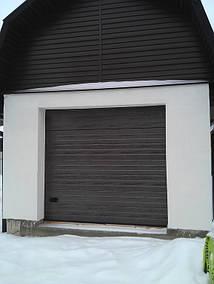 """Автоматические гаражные ворота Ryterna R40 в коричневом цвете RAL 8017, тип панели гофр """"полоса"""", 2400х2260"""