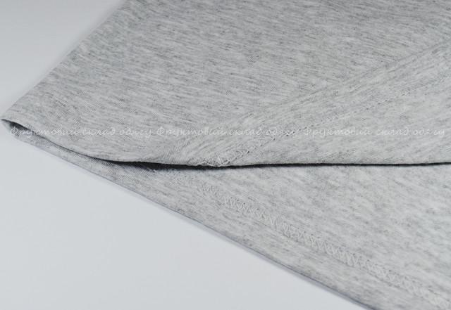 Серо-лиловая мужская футболка с V-вырезом