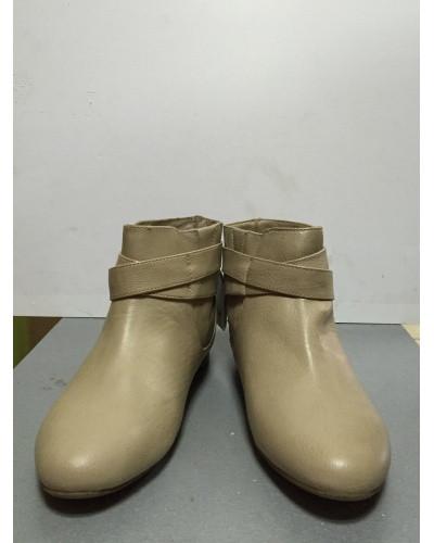Ботинки женские короткие светло-бежевые с пряжкой Pull@Bear