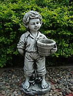 Фигурка садовая Мальчик с цветочным горшком