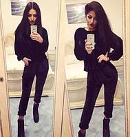 Велюровый чёрный брючный костюм
