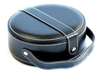 Прекрасный набор для обуви в черном футляре с застежкой купить в подарок мужчине недорого