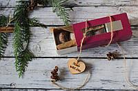 Шоколадное печенье в вишневой, приятной на ощупь коробке (C4)