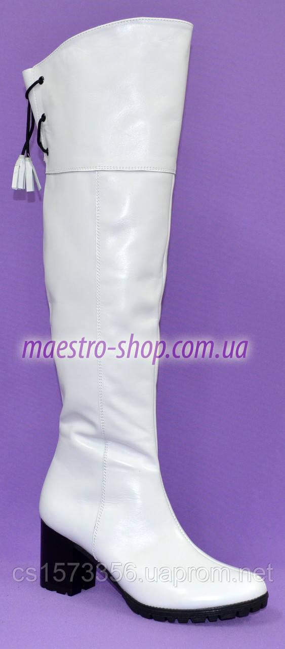 Зимние кожаные белые ботфорты на устойчивом каблуке