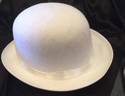 Котелок белый с атласом карнавальные шляпы