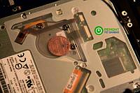 Внутри корпуса MacBook обнаружены странные предметы