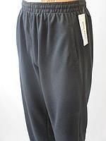 Однотонные спортивные штаны из трикотажа.
