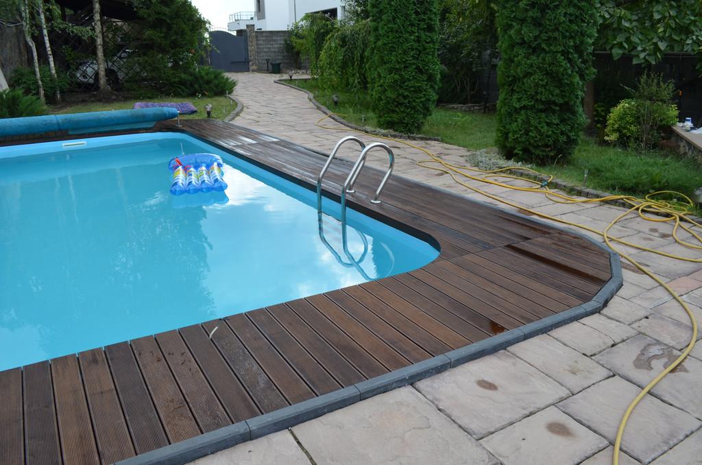 Монтаж Террасной доски из Термоясеня вокруг басейна