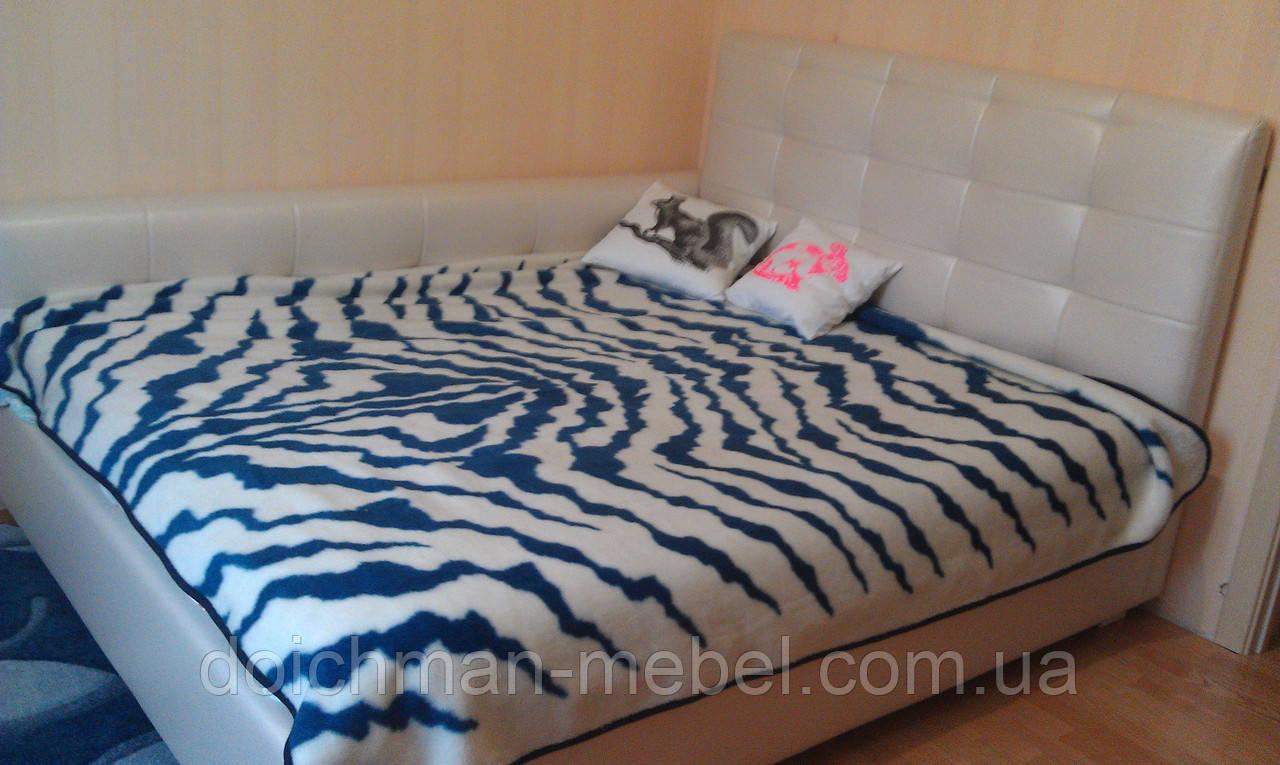 Кровать в спальню с мягким изголовьем и боковиной