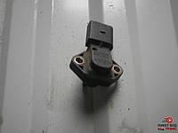 Датчик давления воздуха во впускном коллекторе VAG 038 906 051 на Volkswagen Passat B5 1.8 turbo AWT 2001-2005