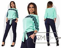 Костюм из креп-костюмки - туника с кружевной отделкой и мягким поясом плюс приталенные брюки размер 48-54