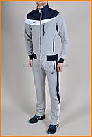 Серый спортивный костюм Nike со вставкой на груди