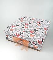 Большая квадратная подарочная коробка ручной работы белого цвета с персиковым бантом