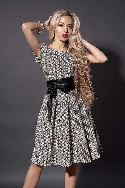 dca296c8e8a Летнее бежевое платье в цветочек - Купить платье