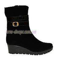 Женские демисезонные ботинки на невысокой платформе, натуральная черная замша.